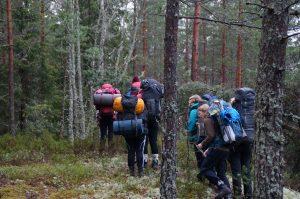 på tur i skog og mark med sekk